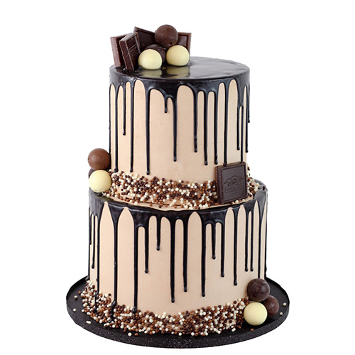 کیک تولد کلاسیک