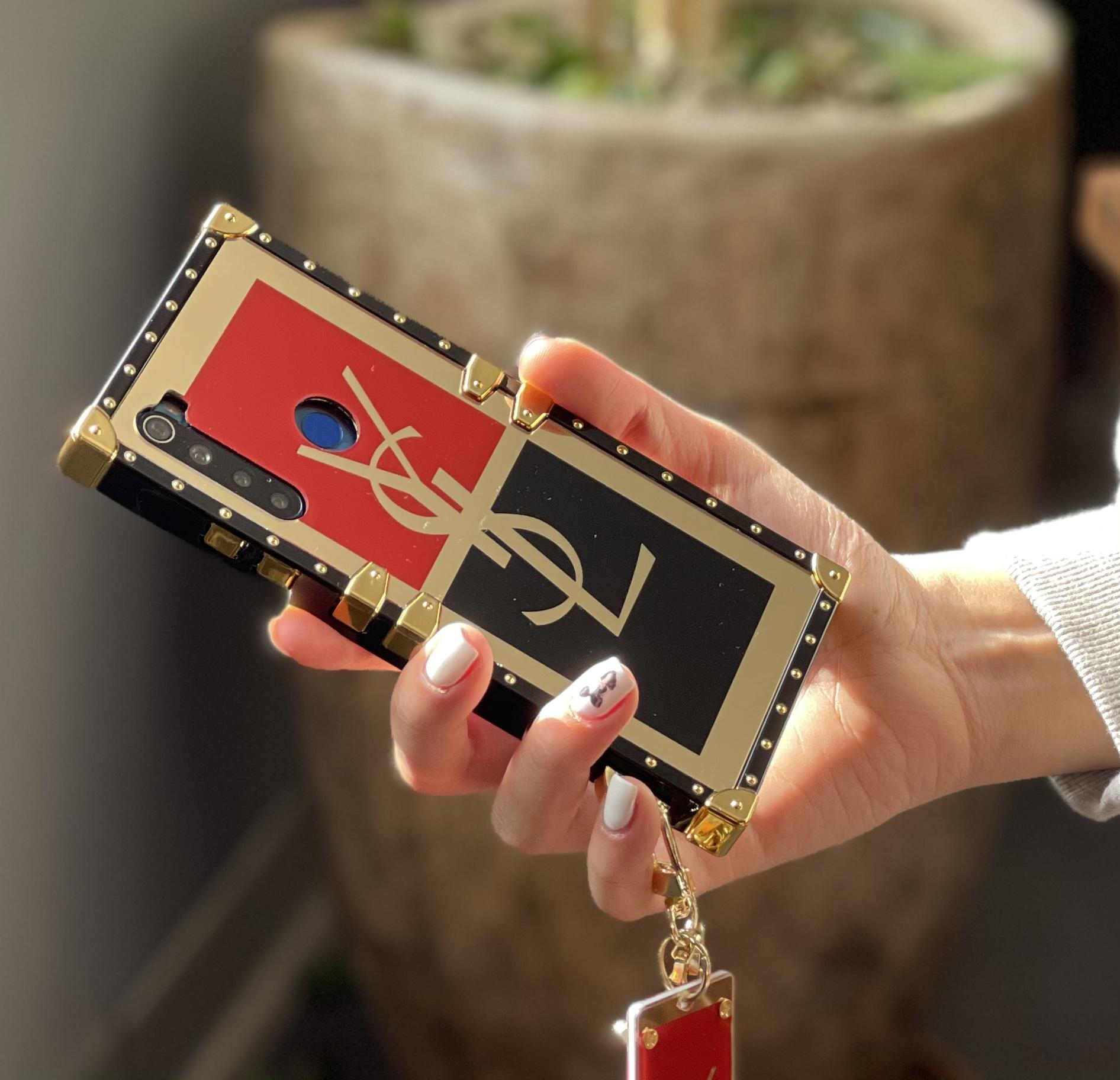 قاب صندوقی YSL همراه زنجیر و پلاک برای سامسونگ