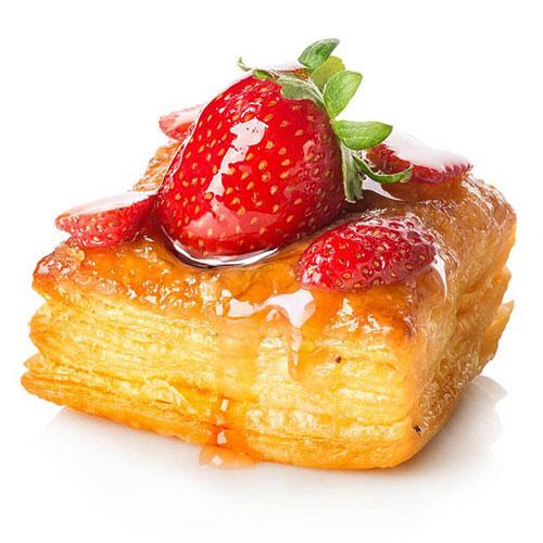 شیرینی چندلایه با روکش میوه
